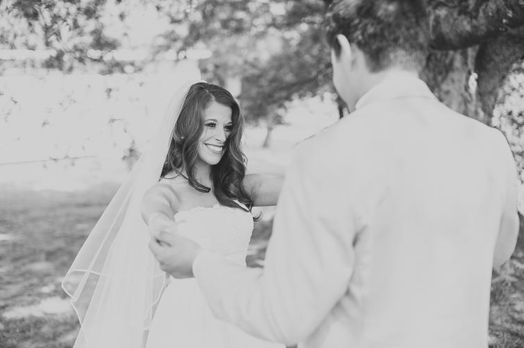 bride-groom-first-look-wedding-pictures 05